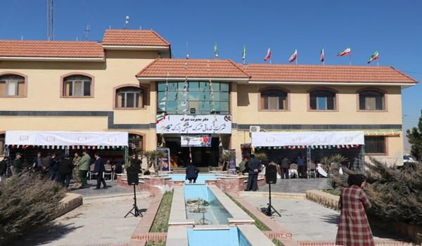 برپایی میز خدمت به مناسبت چهل یکمین سالگرد انقلاب اسلامی در شهرک صنعتی بزرگ شیراز