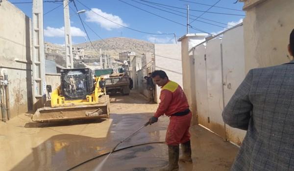 ماشین آلات و پرسنل خدماتی و فنی شهرک صنعتی بزرگ شیراز برای کمک به سیل زدگان محله سعدی شیراز